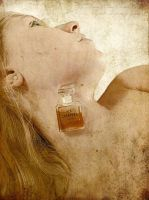 Her Chanel No5 by Tefee