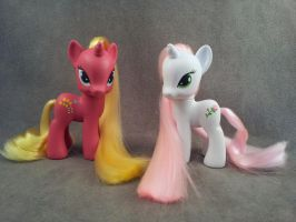 Forsythia and Desert Rose - custom My Little Pony by hannaliten