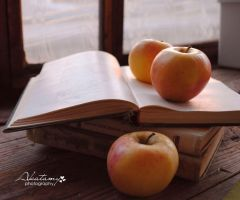 Apple reading. by Akatamy