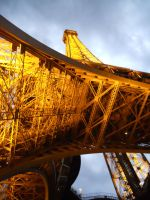 Cloudy eiffel by ndam18