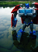 Optimus Prime - Reflection by Mari-Kyomo