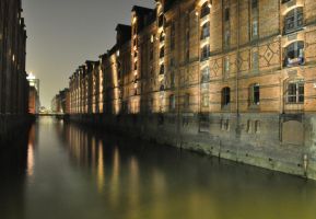 Hamburg by Night by blueimagination