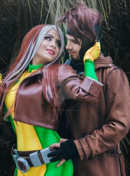 GAMBITO AND ROGUE  LOVE COSPLAY by xxDeiChAnXDD