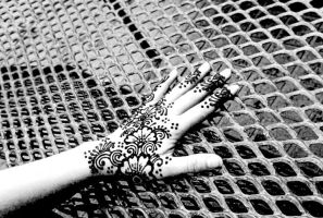 Black n white and henna by cydienne