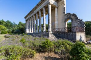 Aire de Caissargues - colonnade by CyclicalCore