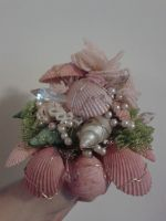 Pink seashell beaded bouquet. by Celria
