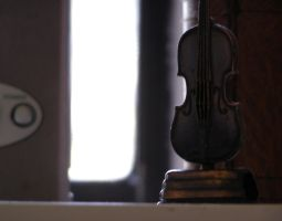 Violin by luminosc