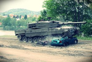 Leopard 2A4 Tank smashes cars 2 by neo1984com