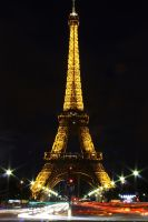 eiffel tower at night by randompics98