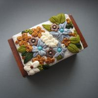 Spring jewelry box by AHHA