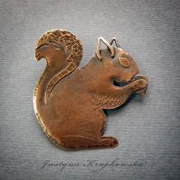 squirrel  brooch by szaranagayama