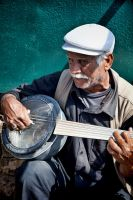 Old man with banjo by moohra