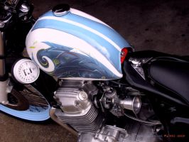 Phi Shop CB750 tank detail left by Kerong