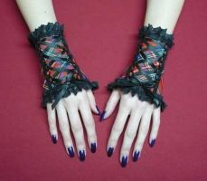 Tartan cuffs with lace by Estylissimo