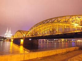 Hohenzollern Bridge by FrozenAnnie