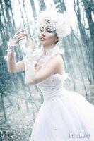 white swan by Lycilia