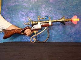 Steampunk Ray-gun by Klaatahulin