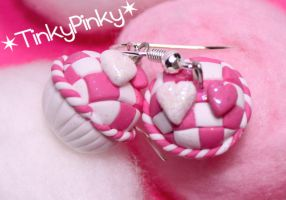 Pink checkered cupcakes by tinkypinky