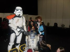 Millianna and Wendy with the adorkable R2D2 :D by emavindierocker