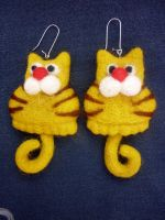 The Yellow-cat earrings by WoolysDesigns