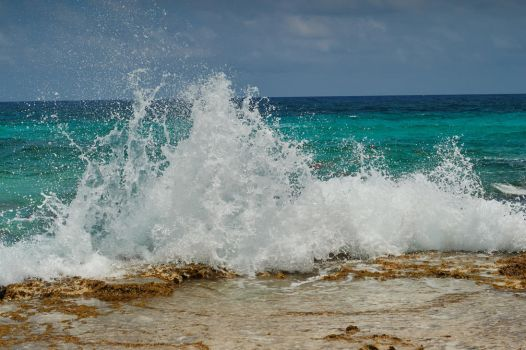Cozumel Waves by hendrixraven