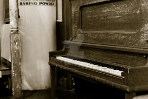 Old B-W Piano by light-scape