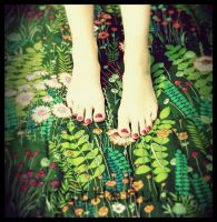 Feet on the grass by notHaruhi