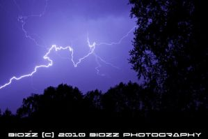 Lightning in the sky 1 by BiOzZ