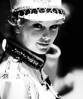 Taylor Swift by LuannaMaria