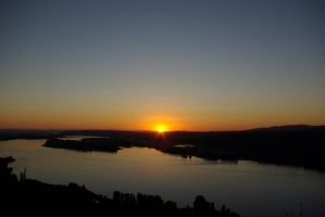 Sunset over the Columbia River by LawsonST