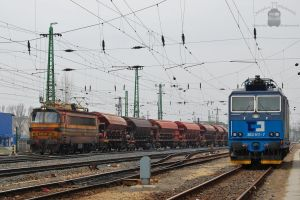 363 511 and 240 015 in Komarom by morpheus880223