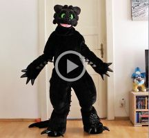 Toothless suit: Test + Video by Hobsyllwin18