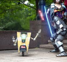 Protecting Claptrap by MercerHitsuji