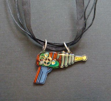 Ray gun necklace by sillysarasue