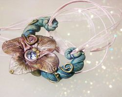 Froud Inspired Flower Necklace by PixiesLot