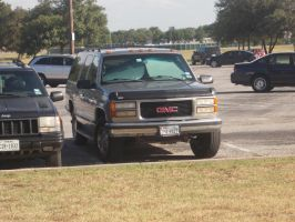 1999 GMC Suburban [Customized] by TR0LLHAMMEREN