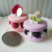 Ispahan and Blackberry Macaron by Snowfern
