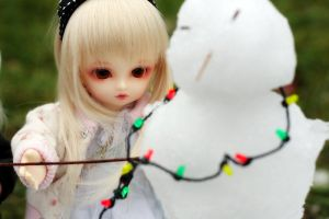 Trying to make a snow man by chibi-lilie