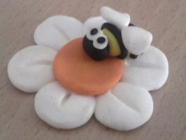 Bee on flower fimo by bimbalove81