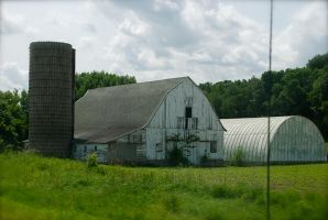 Passing an Old Barn by MNgreen