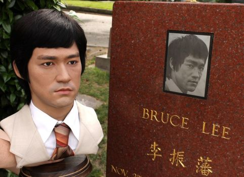 Bruce Lee Grave by godaiking