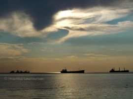 Thessaloniki's sea and sky II by Mprintochainis
