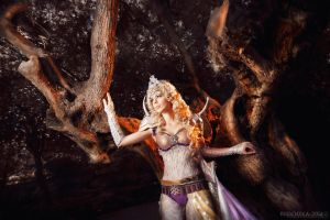 Final Fantasy IV. Cosplay Rosa Farrell by Phadme