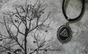 HANDMADE - Celtic Triquetra by IWantCandyCreation