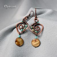 Copper wire earrings with shell coin beads by artual