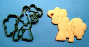 Pinkie Pie Cookie Cutter and Cookie by WarpzonePrints