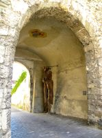 Statue in the gate by Agatje