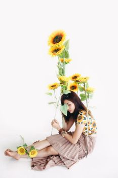 Lady Sunflower [1/52] by DaphneNg