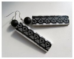 Lace earrings by dintoira