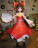 Papercraft Reimu by Rika-strife